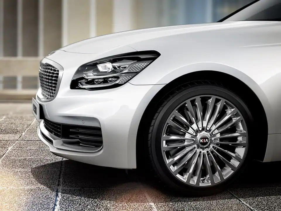 A grille that shimmers like elegant jewelry.